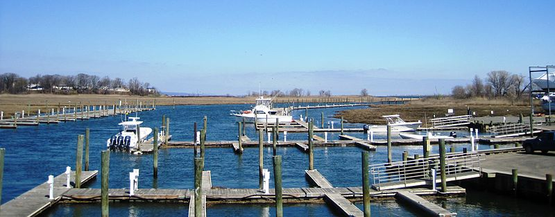 Matawan Creek near the mouth. Photo: Mr. Matté via Wikimedia Commons
