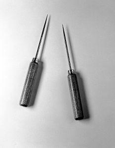 """Watts-Freeman lobotomy instruments. Wellcome L0026980""  Licensed under Creative Commons Attribution 4.0 via Wikimedia Commons"
