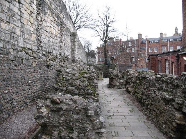 Walls_within_walls_-_geograph.org.uk_-_681041