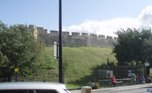 York_City_Walls_-_geograph.org.uk_-_1465546