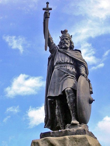 Alfred the Great's statue at Winchester. Hamo Thornycroft's bronze statue erected in 1899, the 1,000th anniversary of the death of Alfred the Great. Attribution: Odejea