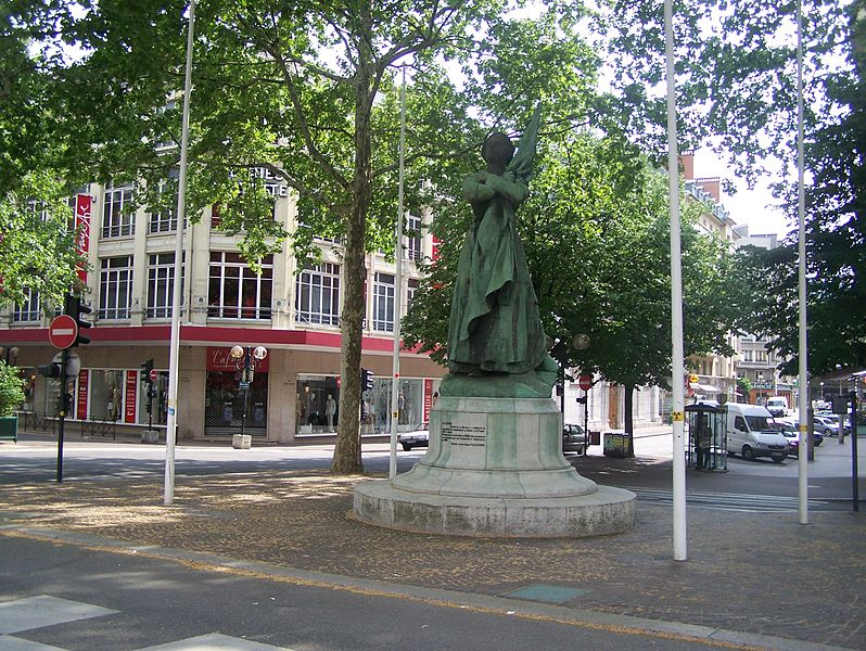 The statue of La Sasson in the city of Chambéry, Savoie, France. Author: Florian Pépellin