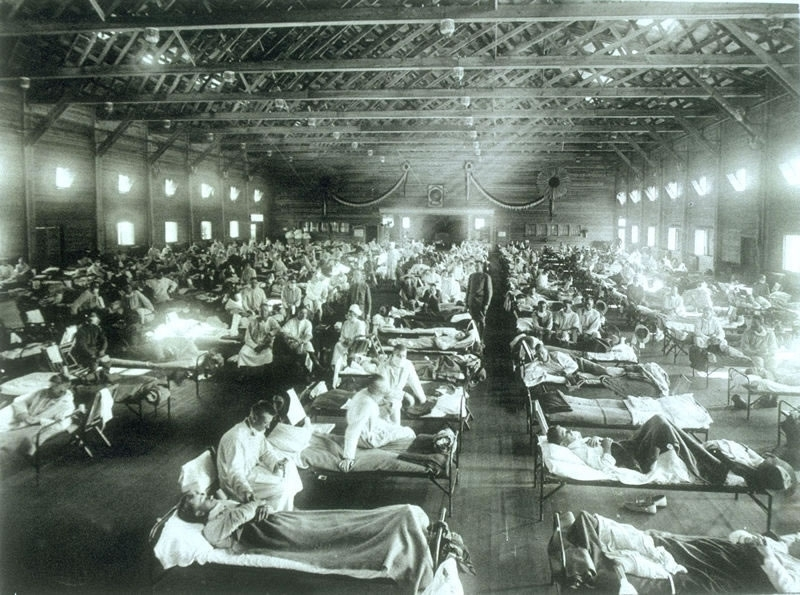 Historical photo of the 1918 Spanish influenza ward at Camp Funston, Kansas, showing the many patients ill with the flu. Photo: U.S. Army Photographer, from Wikimedia Commons