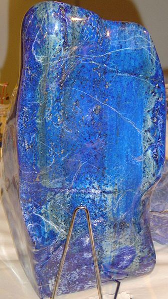 Block of lapis lazuli. Photo by by Luna04 via Wikimedia Commons.