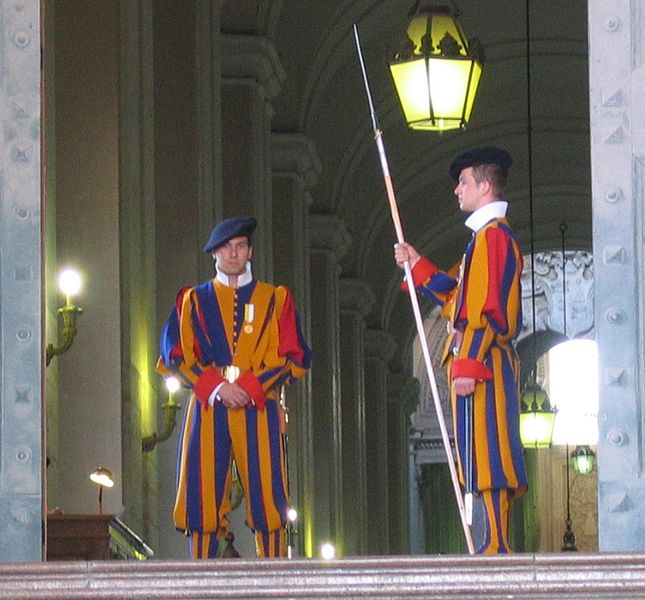 Members of the Pontifical en:Swiss Guard at the Prefettura Pontificia in Vatican City. This photograph was taken by Eva db on 7 April 2006. Photo: Evadb at English Wikipedia via Wikimedia Commons