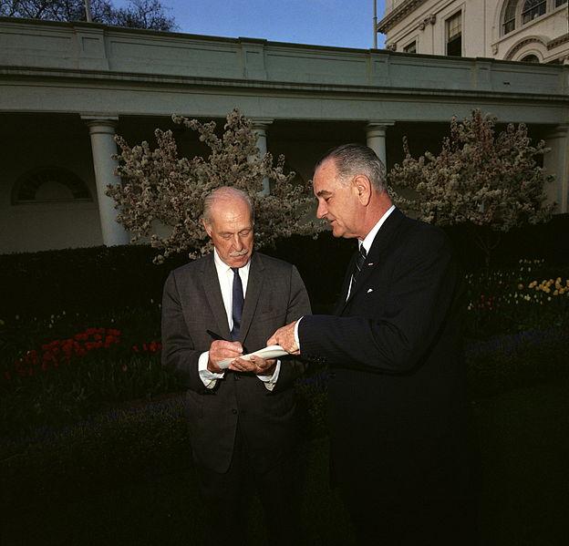 Journalist Drew Pearson in the White House Garden with President Lyndon Johnson, April 1964. Photo via Wikimedia Commons