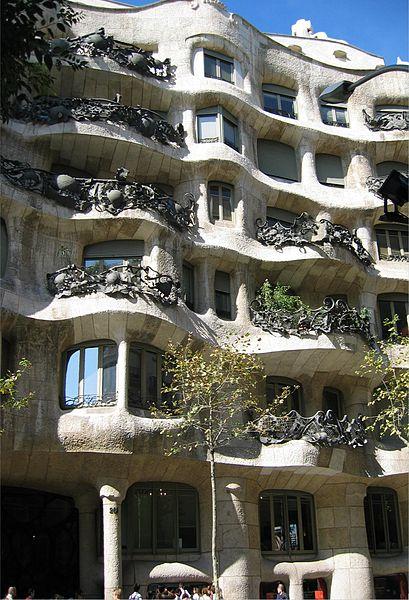 Casa Mila. Photo by Olavfin via Wikimedia Commons.
